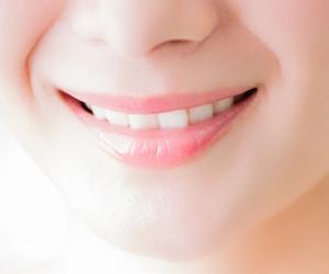 噛み合わせはもちろん、歯の見た目も、実は1本1本の歯が絶妙に互いを補完し合いながら、バランスをとっています。