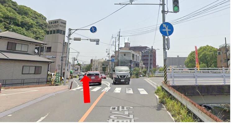 田上橋交差点を更に直進
