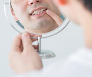 歯周病のお口の中での本当の怖さの1つは、「自覚のない重大な症状」が、自分が気づかないところで引き起こされているところにあります。