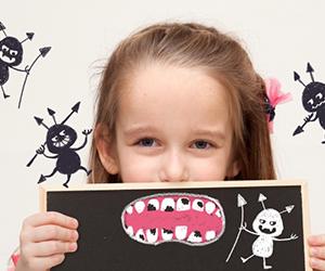 お母さんの身体に虫歯菌や歯周病菌が存在しなければ、生まれたばかりの赤ちゃんにも、それらの菌は存在せず、むし歯や歯周病にはならない健康な身体として生まれてきます。