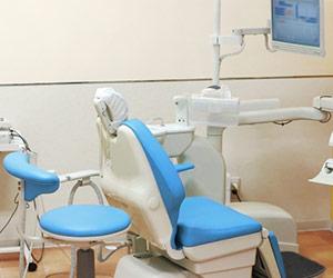 歯科医師が多少手荒な治療をしたとしても患者様には選択の余地がなかったため、そこで治療をするしかなかったのです。